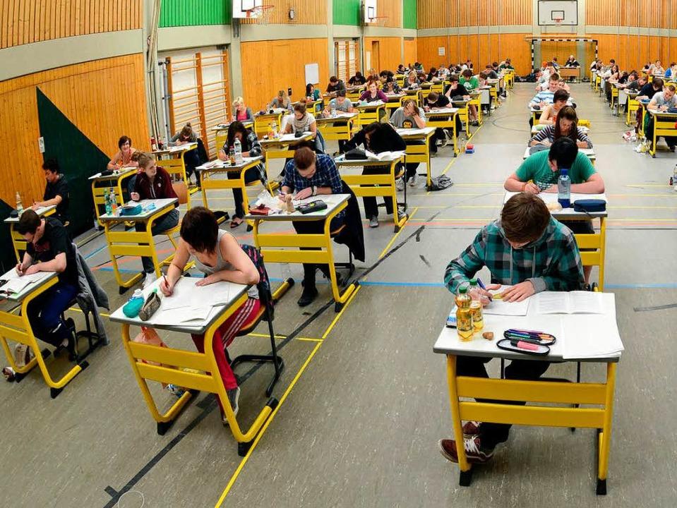 Selten, nur ganz selten haben Abi-Prüfungen ein gerichtliches Nachspiel.  | Foto: dpa-tmn