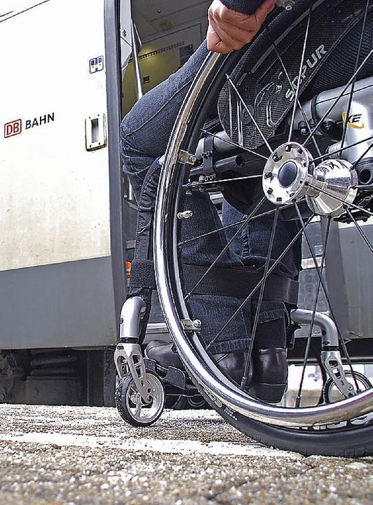 Zugfahren mit dem Rollstuhl ist nicht immer einfach.     Foto: Staub