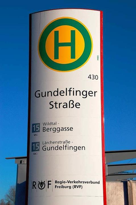 Haltestelle Gundelfinger Straße: einer der vielen Bussteighinweise  | Foto: Frank Kiefer