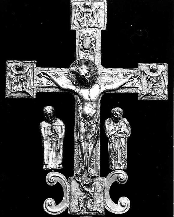 Das kunstvoll verzierte Niello-Kreuz w...roziniums-Prozession von St. Trudpert.  | Foto: Bernhard Pfefferle
