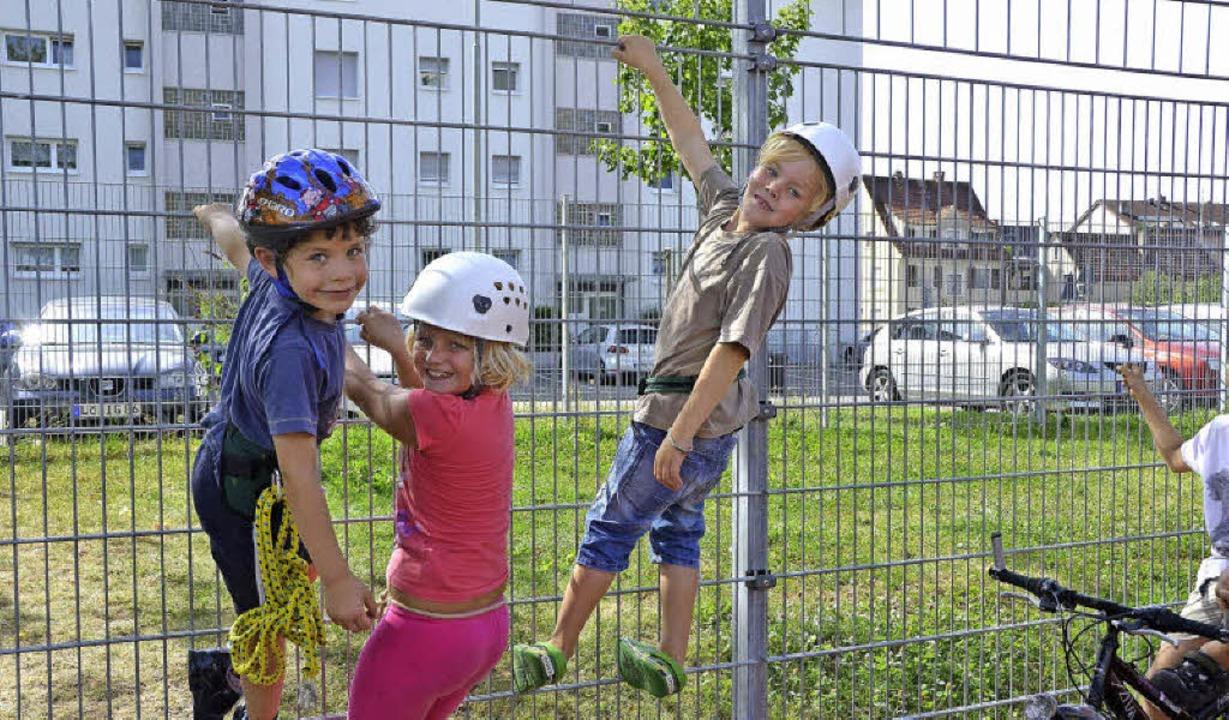 Eingezäunte Schulhöfe: Von Innen ein e...n sorgen sie aber für lange Gesichter.  | Foto: STEINECK