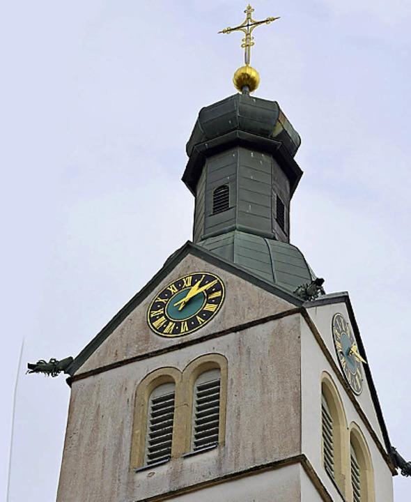 Kirche St. Bartholomäus in Görwihl bek...he Kirchenglocke in seinen Glockenturm  | Foto: Michael Krug