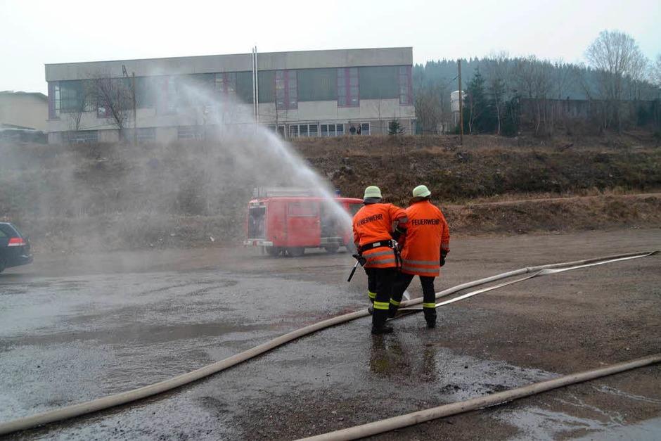 Nachdem am Vormittag eine Autowerkstatt komplett ausbrannte, wurde ein weiteres Feuer in einer Lagerhalle gemeldet. (Foto: Kamera24.tv)