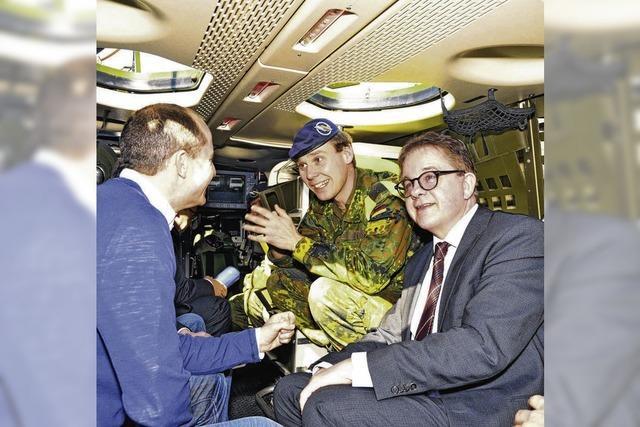 Ein Präsident zu Besuch im Panzer