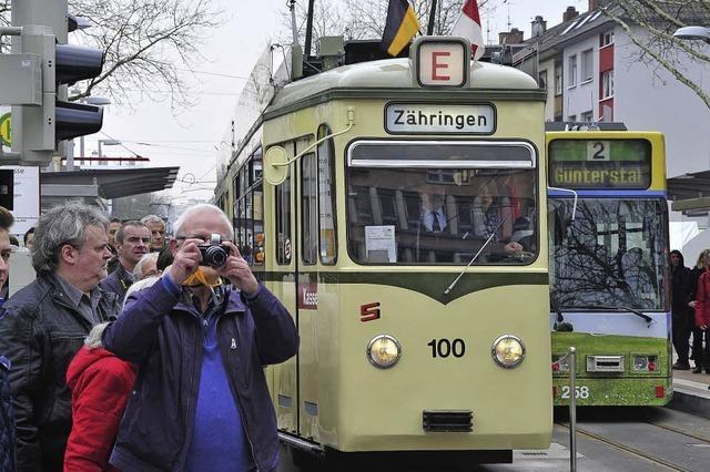 Tausende feiern die Eröffnung der Stadtbahnverlängerung der Linie 2