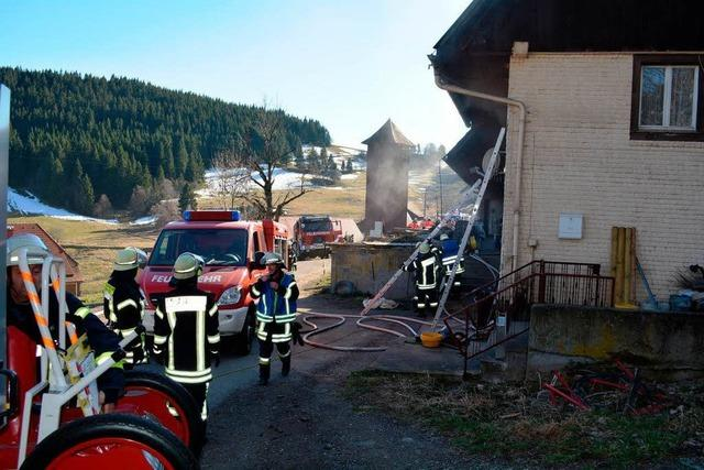 Schwelbrand in 400 Jahre altem Haus in Raitenbuch