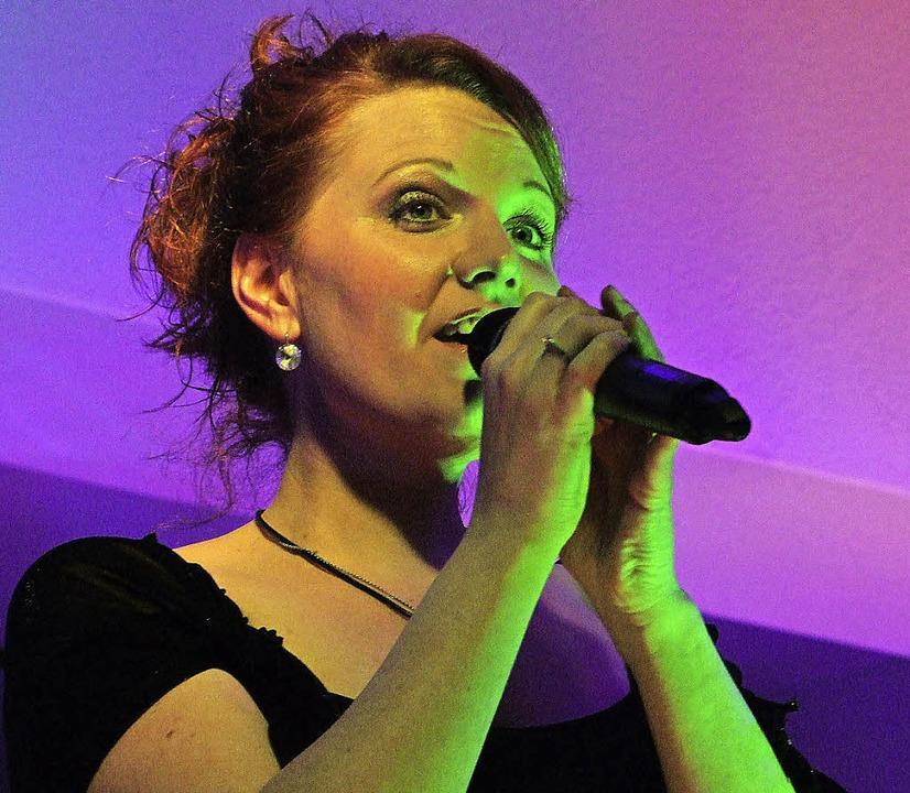 Berührendes Benefizkonzert  für mongol...senkinder:  Die Sängerin Nadine Wagner  | Foto: Martina David-Wenk
