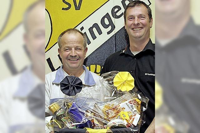 Hubert Eschbach ist jetzt Ehrenmitglied des SV