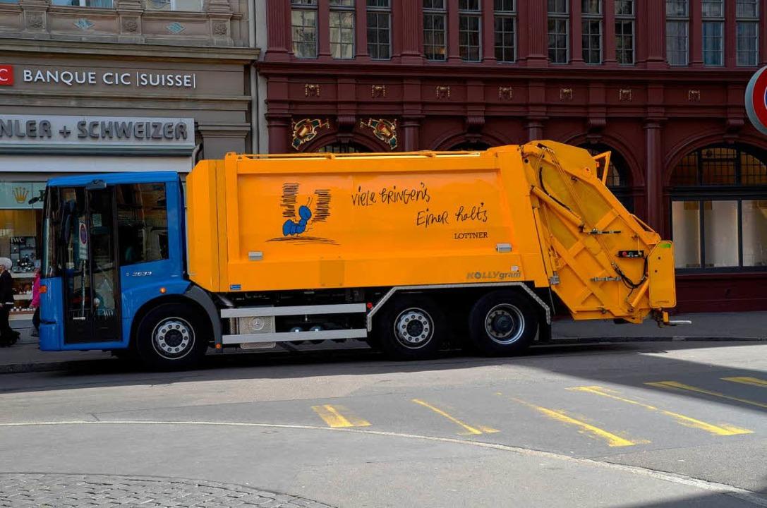 Die Basler Müllautos sollen bald der Vergangenheit angehören.  | Foto: Michael Reich