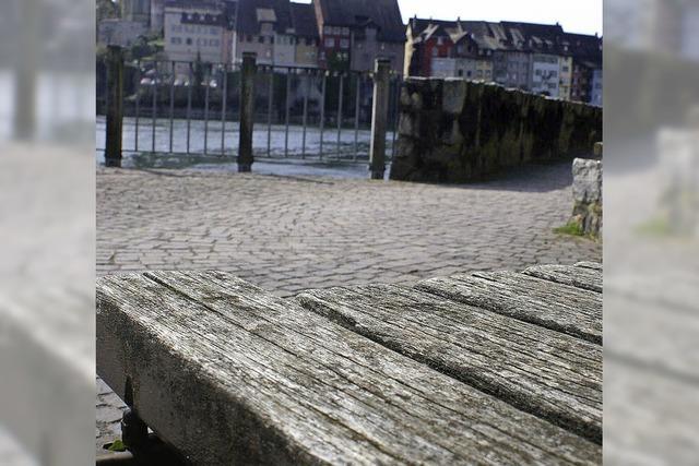 Sitzbänke am Rhein werden erneuert