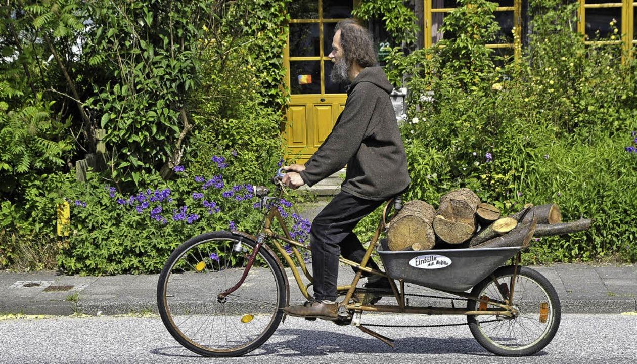 Kurzholztransporter mit Nullemission: ...tian Kuhtz auf seinem Lastendrahtesel   | Foto: Silke Goes