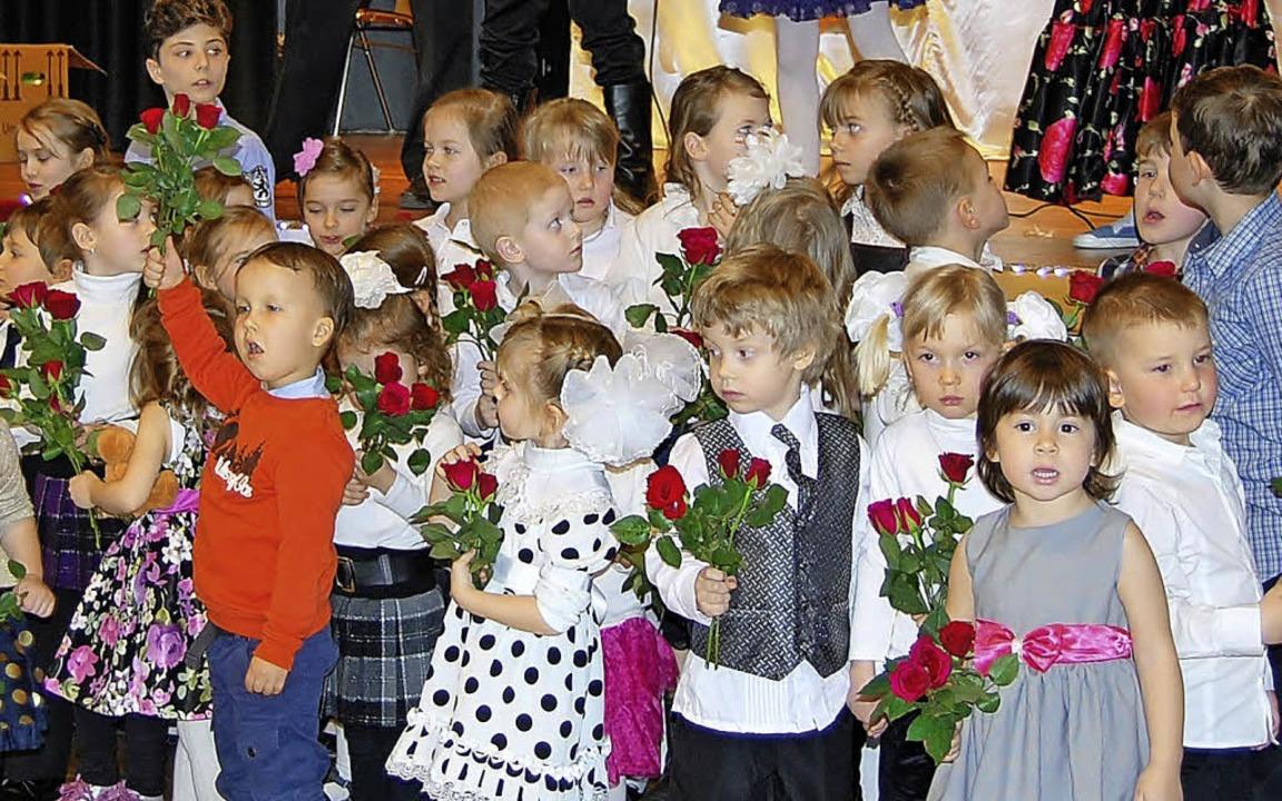 150 Kinder waren beim Rosinka-Frauentag   auf der Bühne.   | Foto: privat