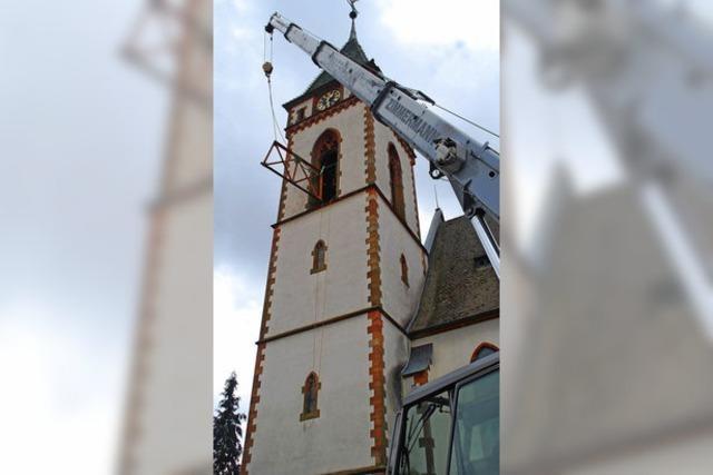 Materialermüdung: Glockenstuhl in der katholischen Kirche wird ersetzt