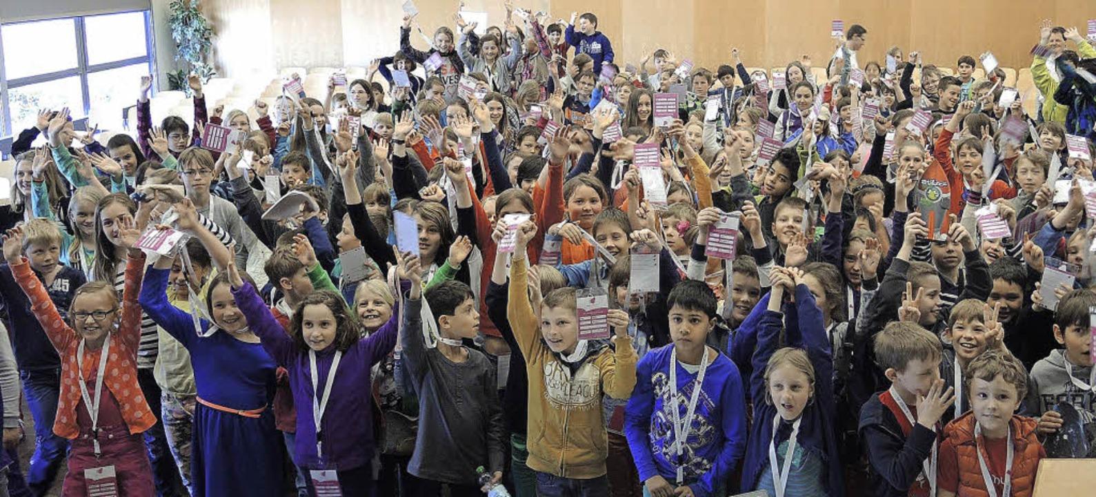 Hunderte Kinder diskutierten an der Ki...ni darüber, was eigentlich schön ist.   | Foto: Florian Binder