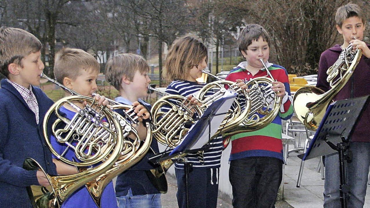 Beim elften internationalen Hornwochen...Jüngsten bei einem Ständchen im Freien  | Foto: PRIVAT