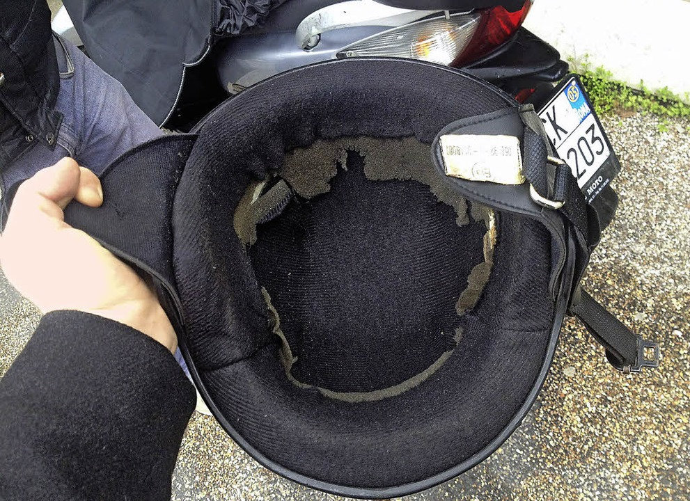 Dieser Helm hatte  eigentlich schon in der Mülltonne gelegen<ppp></ppp>  | Foto: Martin Zöller
