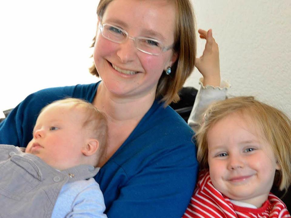 Silke und Paul haben Emma  (r.) vom Ki...apa René  ist Arbeiten in Baden-Baden.  | Foto: Nadine Zeller