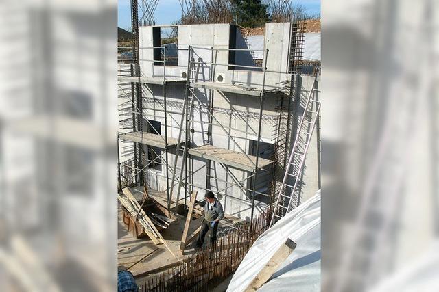 Wasserreservoir aus Beton und Stahl
