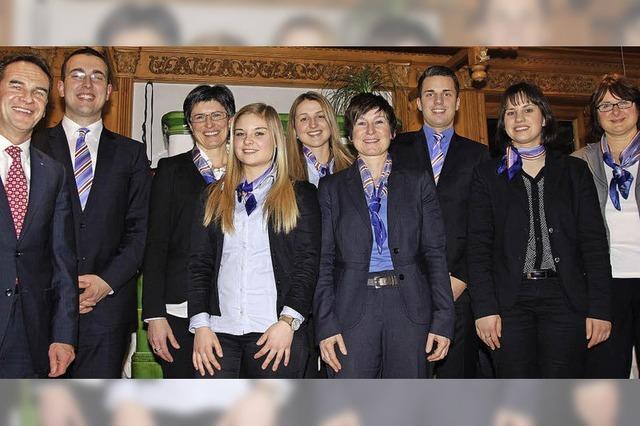 Fünf freuen sich über ihren Abschluss