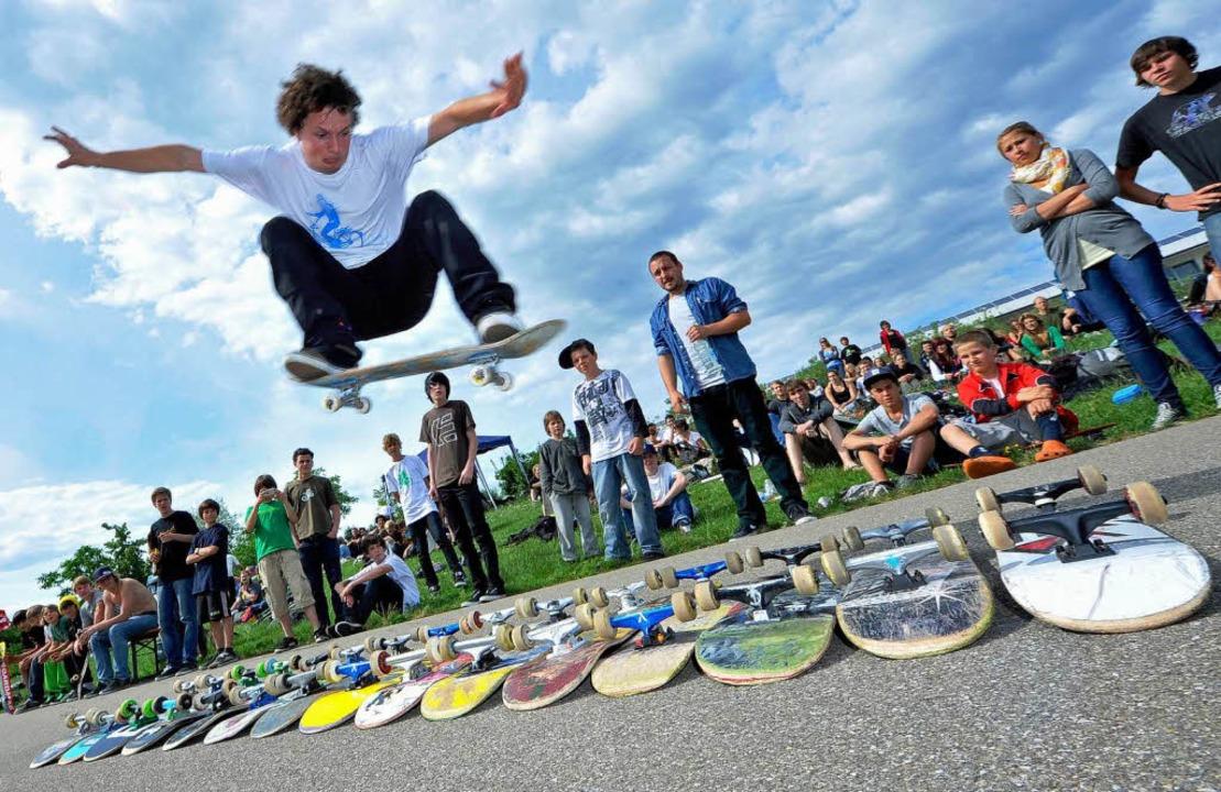 Am Freitagabend  haben sich Skateboard...inen ersten Bauabschnitt einzubringen.  | Foto: Michael Bamberger