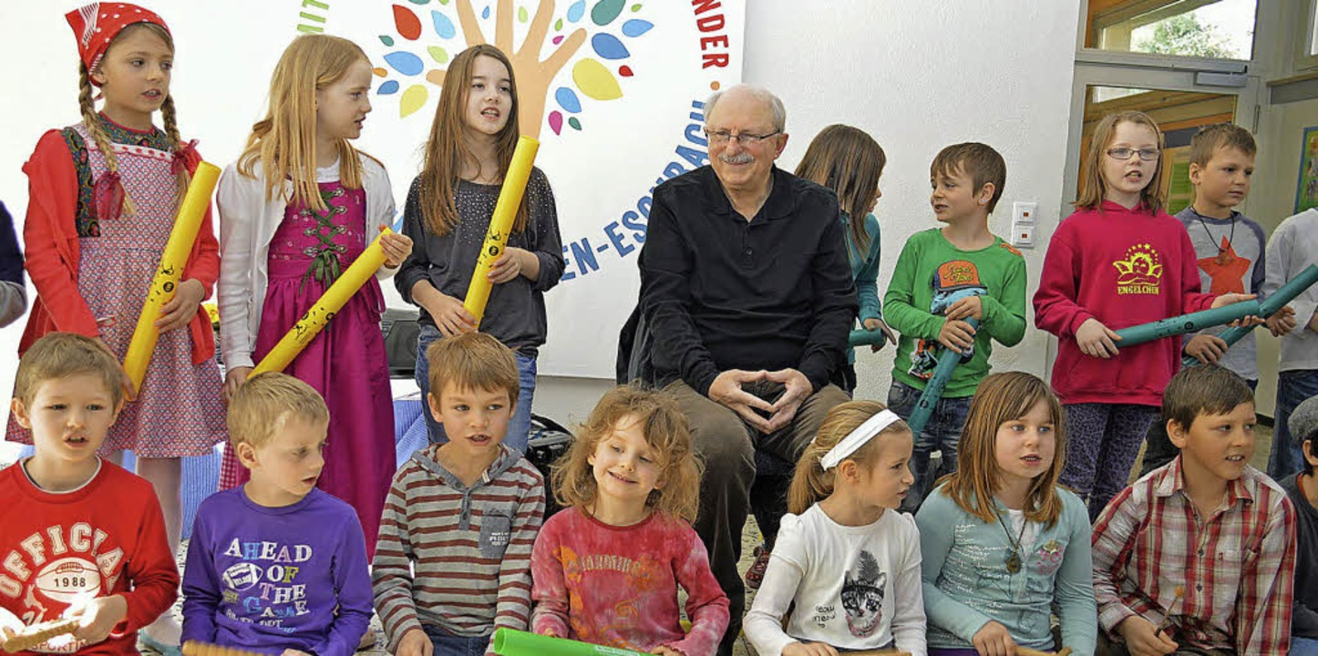 Inmitten der Grundschüler aus Eschbach...Orff-AG und den Gedichten der Kinder.   | Foto: Gerhard Lück