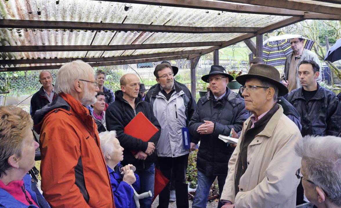 Vor-Ort-Termin in der Kleingartenanlag...Oberbürgermeister  Wolfgang G. Müller   | Foto: Mattias Maier
