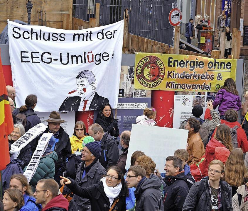 Die Demonstranten fordern die schnelle Energiewende.   | Foto: Rita Eggstein
