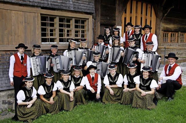 Arbeitsgemeinschaft der Akkordeonorchester Hochschwarzwald spielt in Hinterzarten