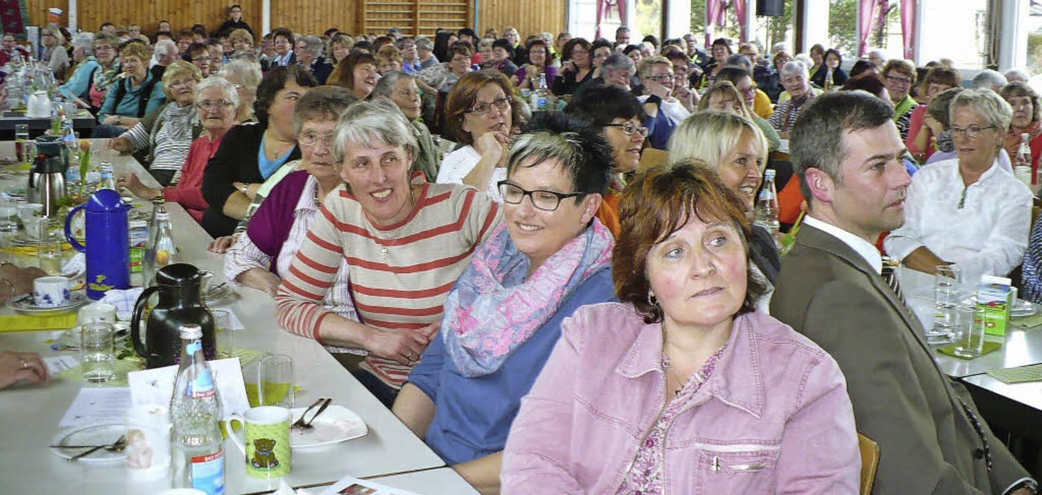 Gut besucht war die Landfrauenversamml...ngen in der Wutachhalle in Ewattingen.  | Foto: Marianne Rittner
