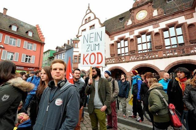 Freiburg: Mehrheit stimmt für KOD-Konzept – Demo vor Rathaus