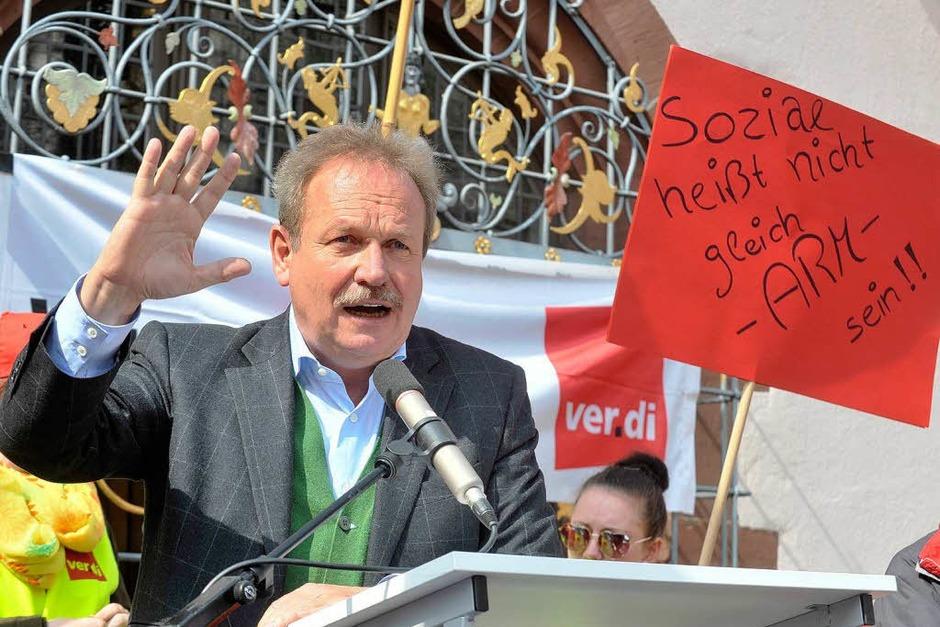 In der nächsten Gesprächsrunde müsse es ein Ergebnis geben, sagte Bsirske am Donnerstag bei einer Kundgebung vor etwa 3000 Menschen in Freiburg. (Foto: Michael Bamberger)