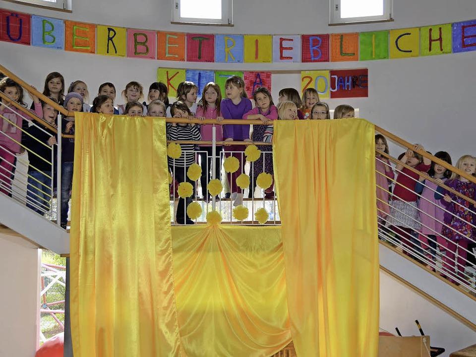 Die Kinder des Überbetrieblichen Kinde...h freuen sich auf die Jubiläums-Feier.  | Foto: Tillmann Becker-Wahl