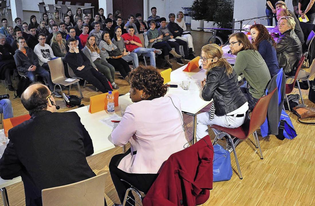 Freiburger Politprofis stellen sich Fragen von Schülern   | Foto: Thomas Kunz