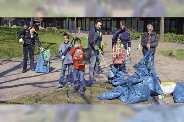 Viel Müll und Dessous am Baggersee