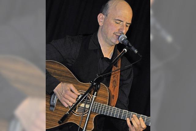 Gitarrist Bodo Schaffrath spielt in Lahr-Sulz