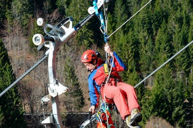 Bergwacht seilt Freiwillige aus Sessellift ab