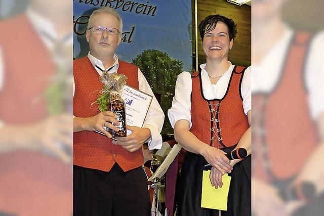 Tröndle übergibt bei Hochsalern als Ehrendirigent