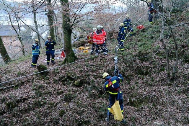 Großübung: Rettung in unwegsamem Gelände