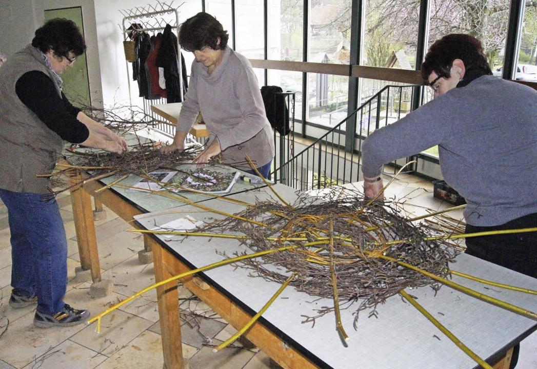 Die fleißigen Helfer haben sich sogar ...pe für österliche Motive hergestellt.   | Foto: Fotos: Roland Gutjahr