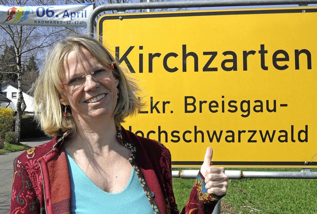 Daumen hoch für Kirchzarten: Gaby Jung... verkaufsoffenen Sonntag am 6. April.     Foto: Markus Donner