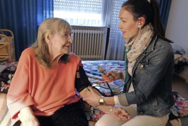 Ausbildungsberuf Versorgungsassistentin: Sabrina Link ist im Auftrag des Hausarztes unterwegs