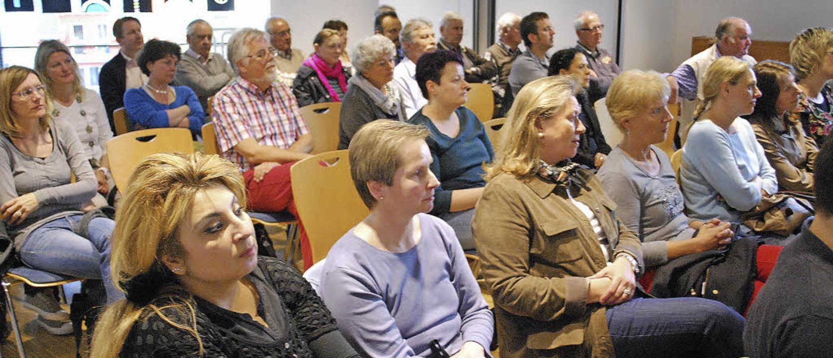 Zahlreiche Zuhörer kamen zur Podiumsdi... über die Zukunft der Hellbergschule.   | Foto: Thomas Loisl-Mink