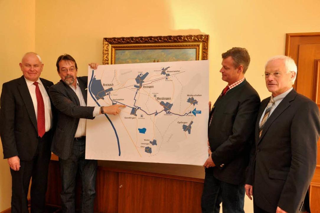 Die Bürgermeister Eckart Escher, Olive...ts), dem Technik-Vorstand der Badenova  | Foto: Kai Kricheldorff