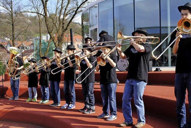 Flöten, geigen, trommeln und tuten