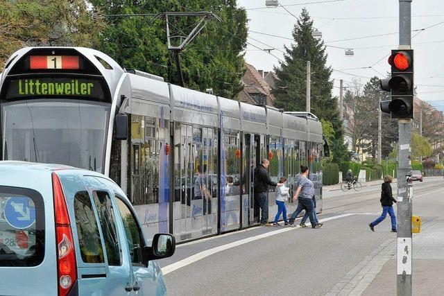 Vorrang für Fußgänger an Tram- und Bushaltestellen?