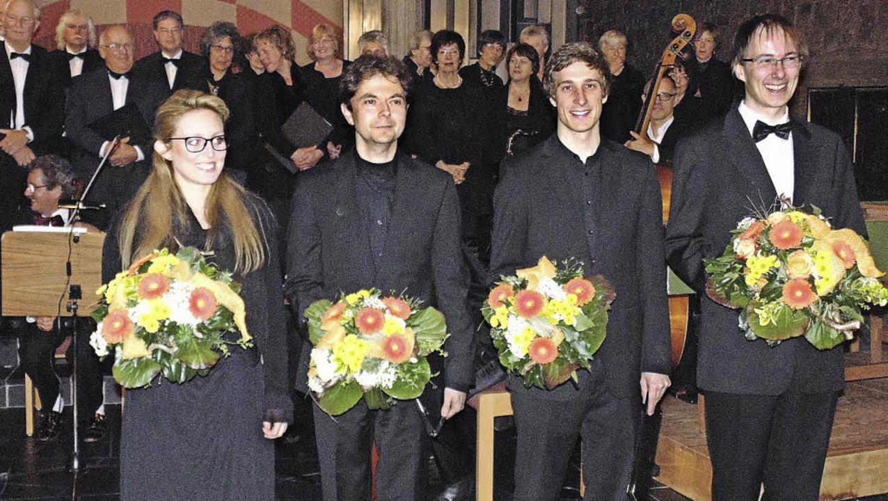 Der Kammerchor Bad Säckingen führte un...Ratzel und Sebastian Lau (von links).   | Foto: Michael Gottstein