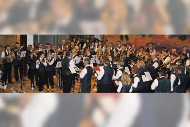 80 Musiker feiern 225 Jahre Vereinsgeschichte