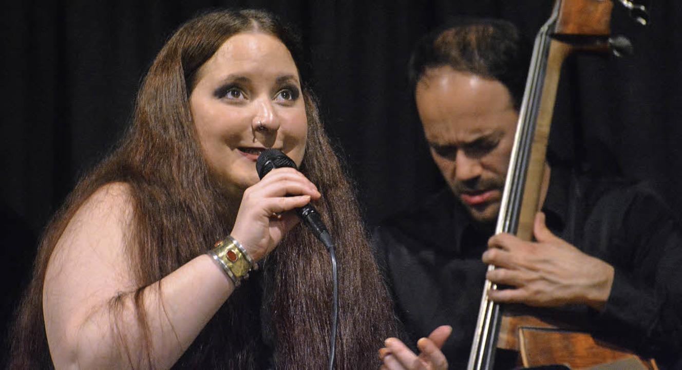 Anne Czichowsky Quintett im Jazztone, hier mit Bassist Axel Kühn   | Foto: Barbara Ruda