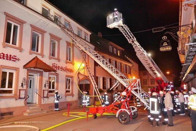 Brand in einem Mehrfamilienhaus: Bewohner gerettet