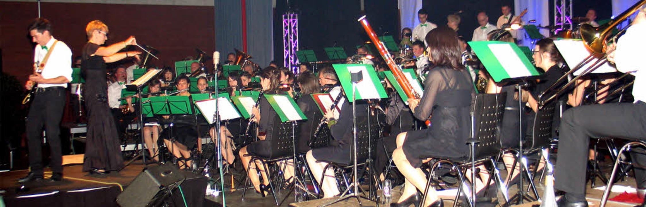 Rockband meets Blasorchester beim Frühlingskonzert des Musikvereins Riegel.   | Foto: Helmut Hassler